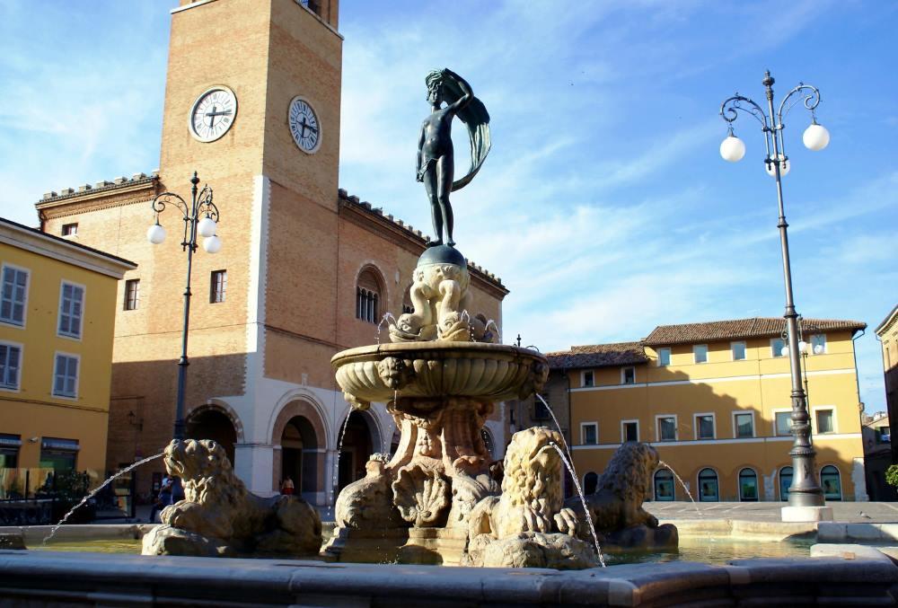 фото фонтана Фортуна город Фано