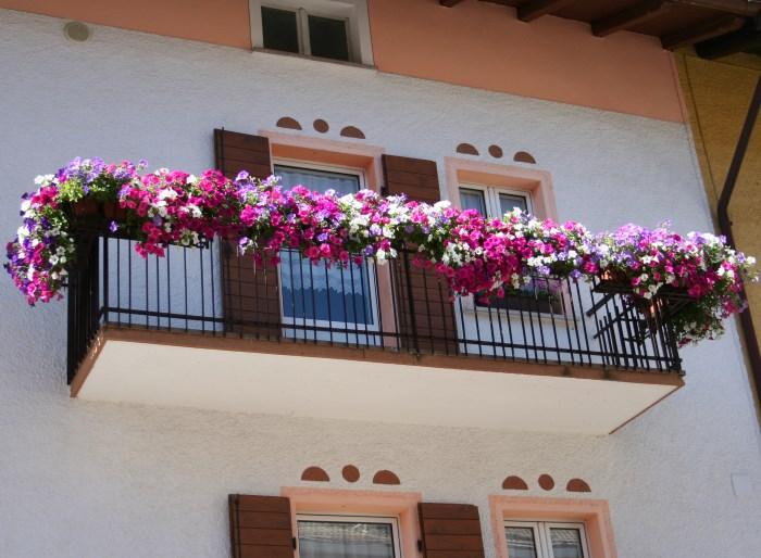 фото балконов в Фолгарии Италия