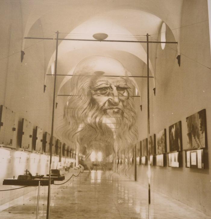 фото инсталяции на входе Национального музея науки и технологий Леонардо да Винчи Милан