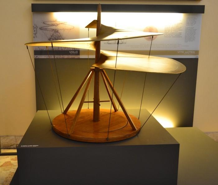 "фото винта вертолета в Национальном музее науки и технологий Леонардо да Винчи""Милан"