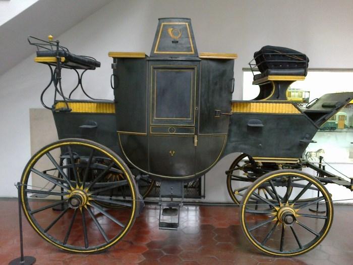 фото старинной кареты в музее Науки и техники Леонардо да Винчи