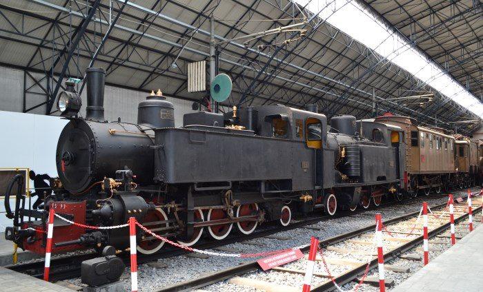 фото экспозиции локомотивов в музее Науки и техники Леонардо да Винчи