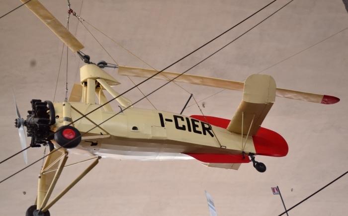фото в ангаре самолетостраения в Музее науки и техники имени Леонардо да Винчи Милан