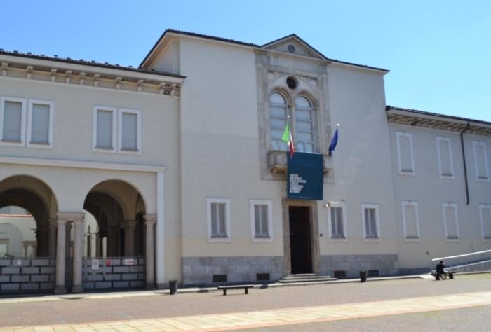 """фото входа в Национальный музей науки и технологий Леонардо да Винчи""""Милан"""