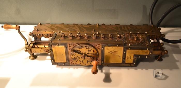 фото прообраза компьютера в Музее науки и техники имени Леонардо да Винчи Милан