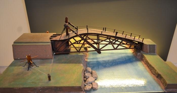 """фото модели подъемного моста в Национальном музее науки и технологий Леонардо да Винчи""""Милан"""