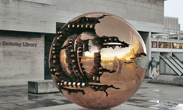 фото Сфера в сфере, Арнальдо Помодоро, университет Дублина. Библиотека Berkeley.