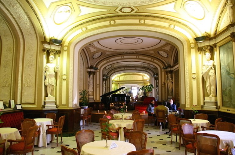 фото интерьера кафе Гамбринус