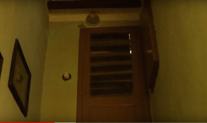 Злосчастная дверь в туалет в замке Sorci