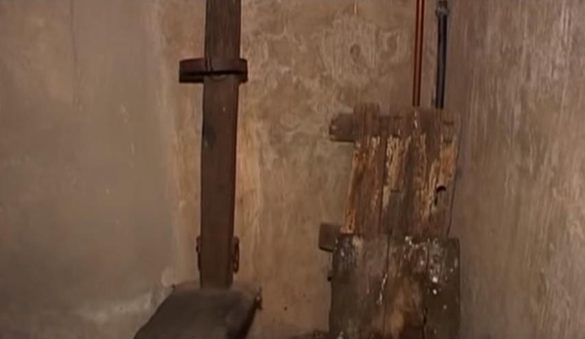 фото подлинных орудий пыток в замке Sorci
