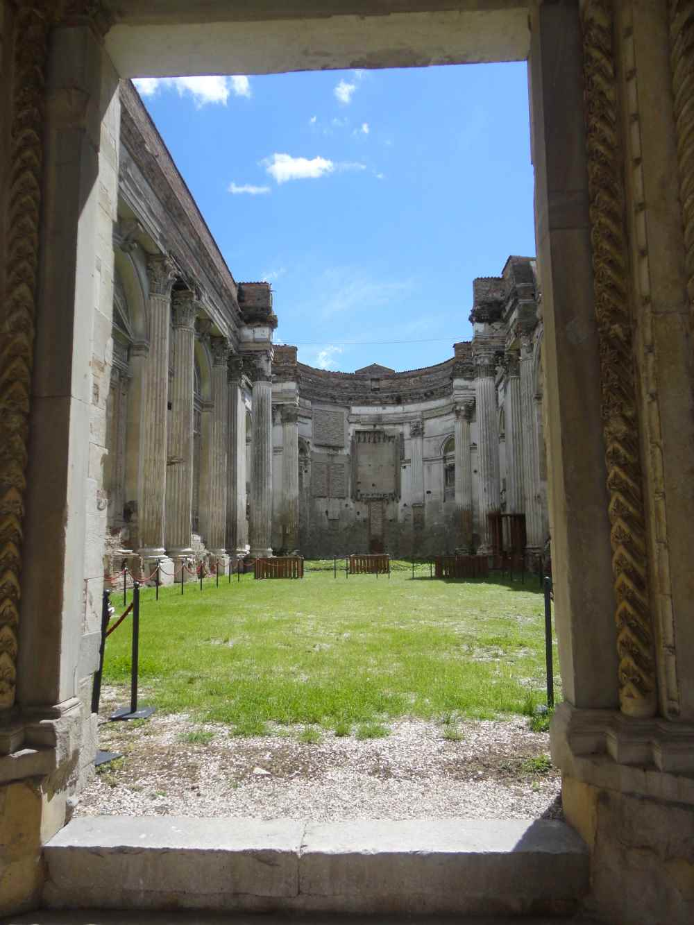 фото останков церкви S.Francesco, город Фано