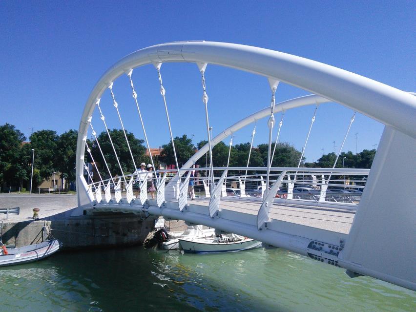 Новый мост в порту Фано