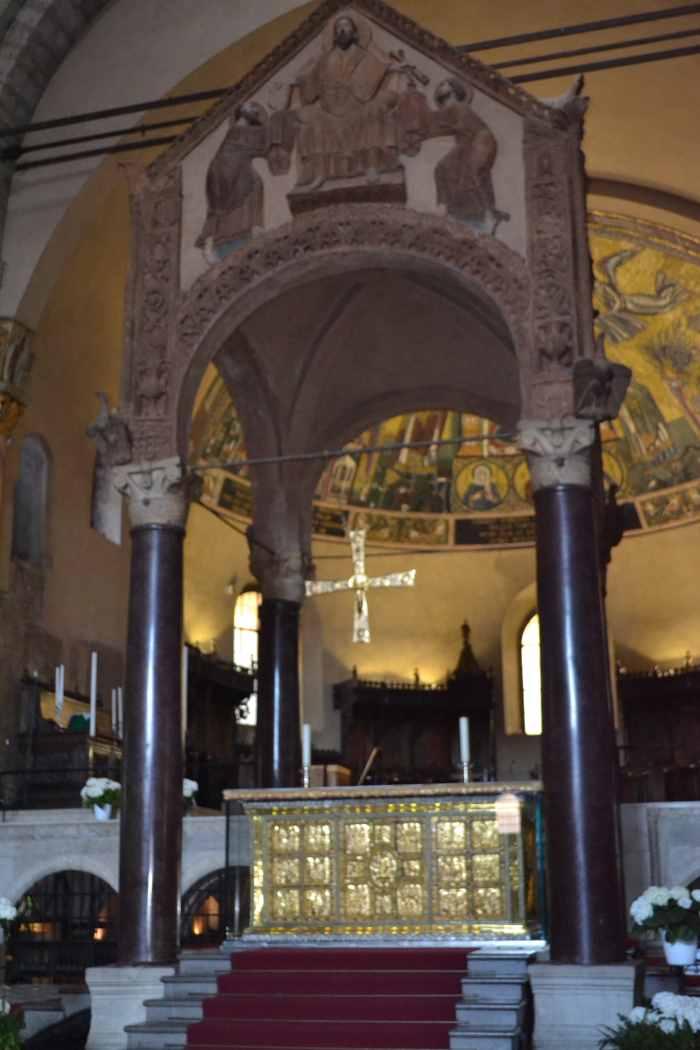 фото Золотой алтарь в Базилике Святого Амброзио Милан