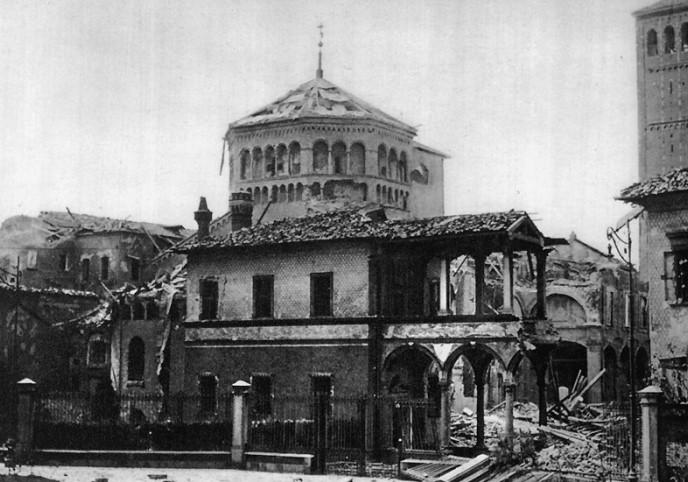 фото базили Св.Амброзию после бомбардировки