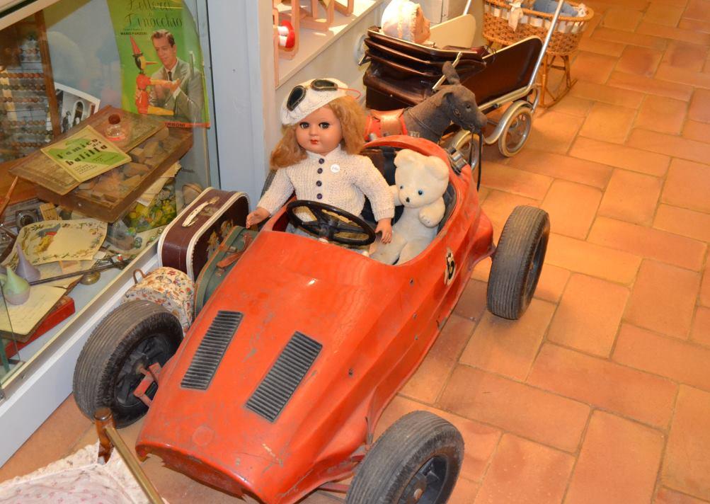 а это уже современный персонаж в музее кукол в Равенне