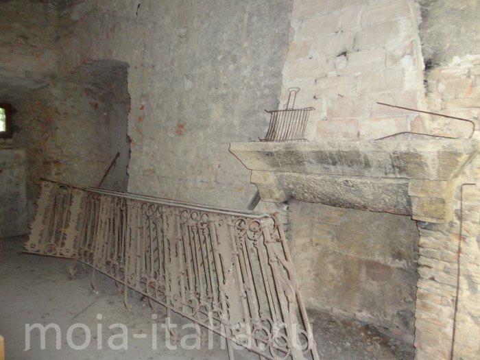 po-sledam-benito-mussolini-chiast-pervaia-zamok-v-predappio-26