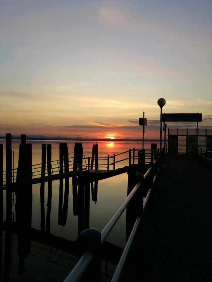 фото закат на озере Тразимено