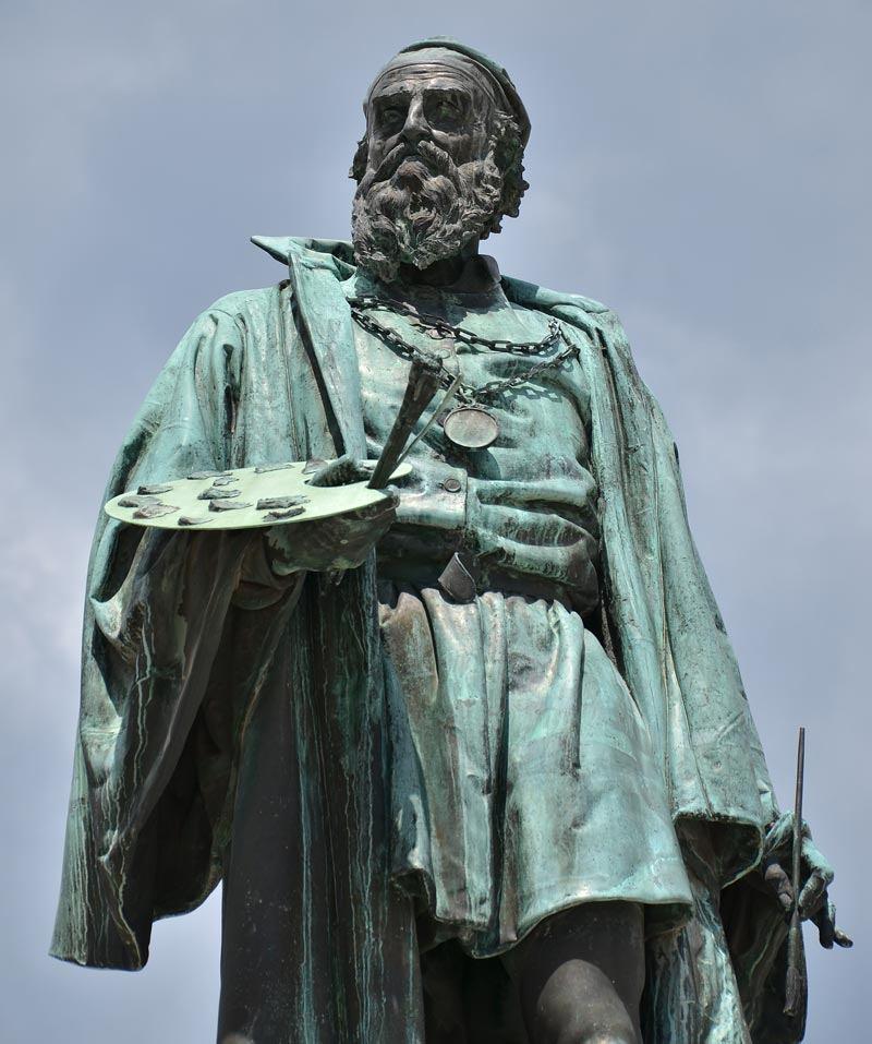 ajnj Памятникf Тициану на площади в Pieve di Cadore-a