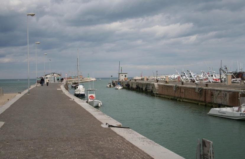 Мол в порту Фано