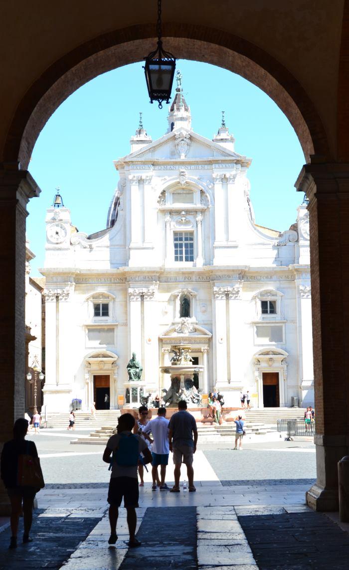 Вот она-базилика, возведенная над Святым Домом
