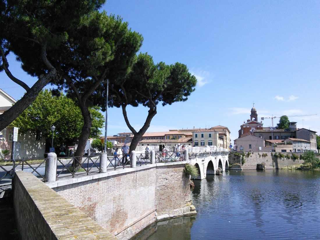 фото Римини и моста Тиберия из Борго Римини