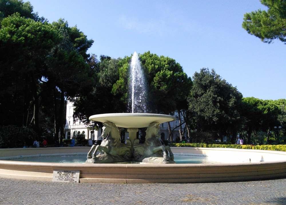 фото Фонтана в парке Феллини