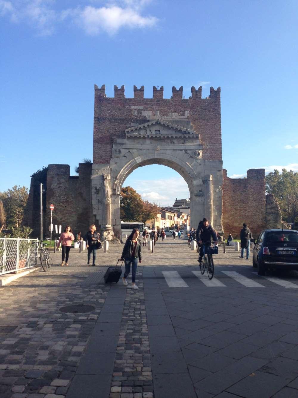 фото Арки Августа в Римини