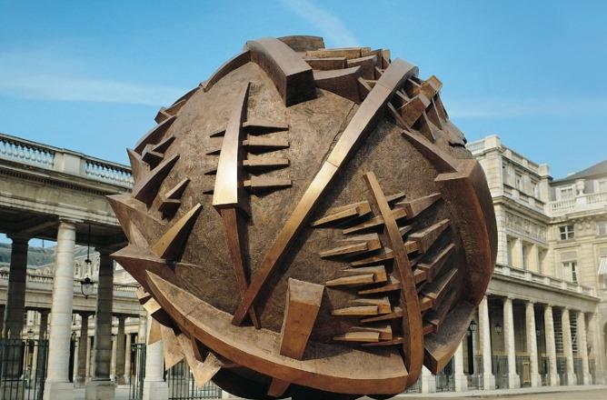 фото Сфера San Leo, Арнальдо Помодоро. Париж