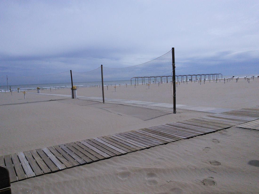 фото пляжей Римини осенью