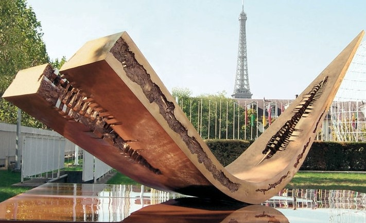 фото Стрела. Aрнальдо Помодоро. Париж