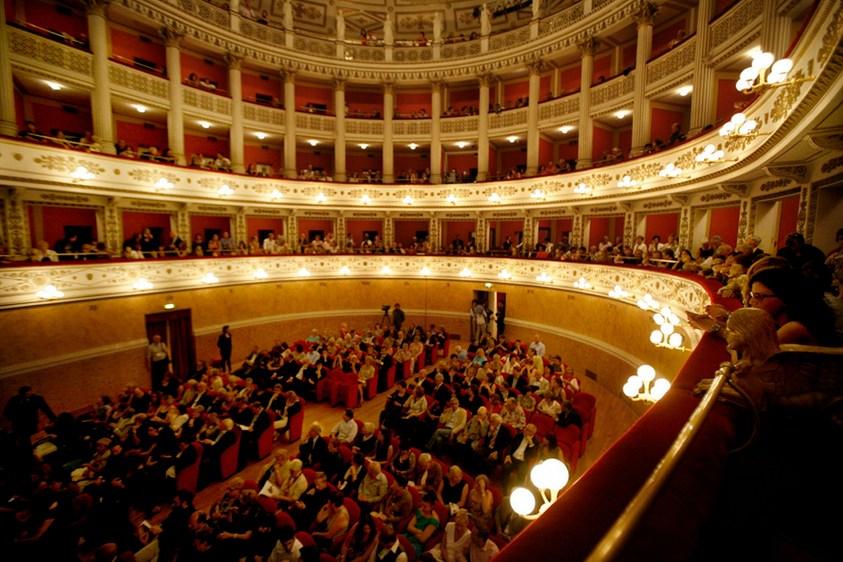 фото внутреннего убранства театра Фортуна город Фано