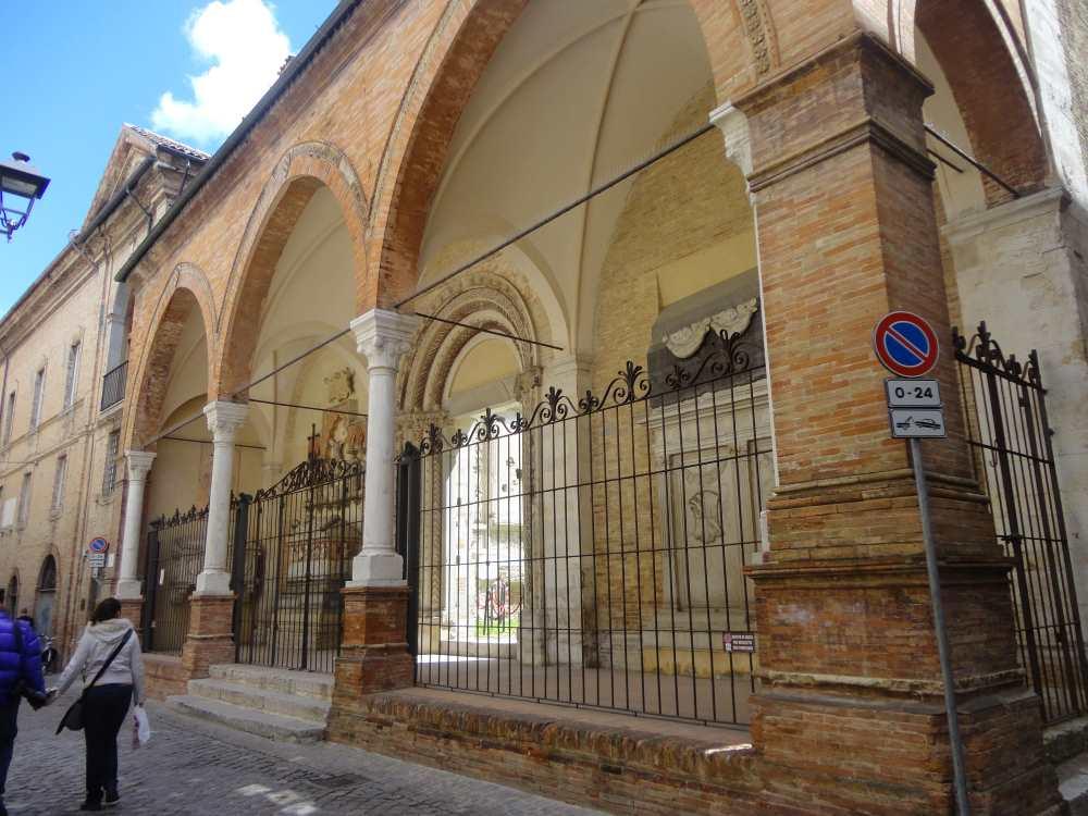 фото места захоронения сеньоров Малатеста - владык Фано