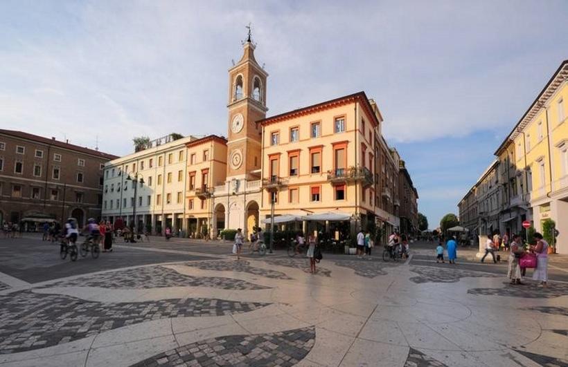 фото площади Тре Мартири в Римини