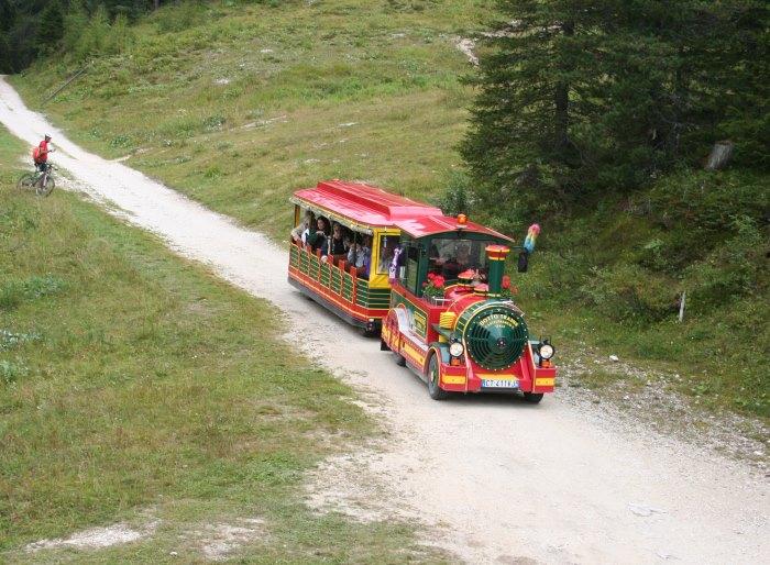 turisticeski-poesd-v-Auronzo