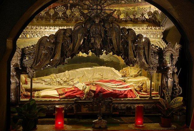 фото Святых мощей, хранящиеся в Базилике