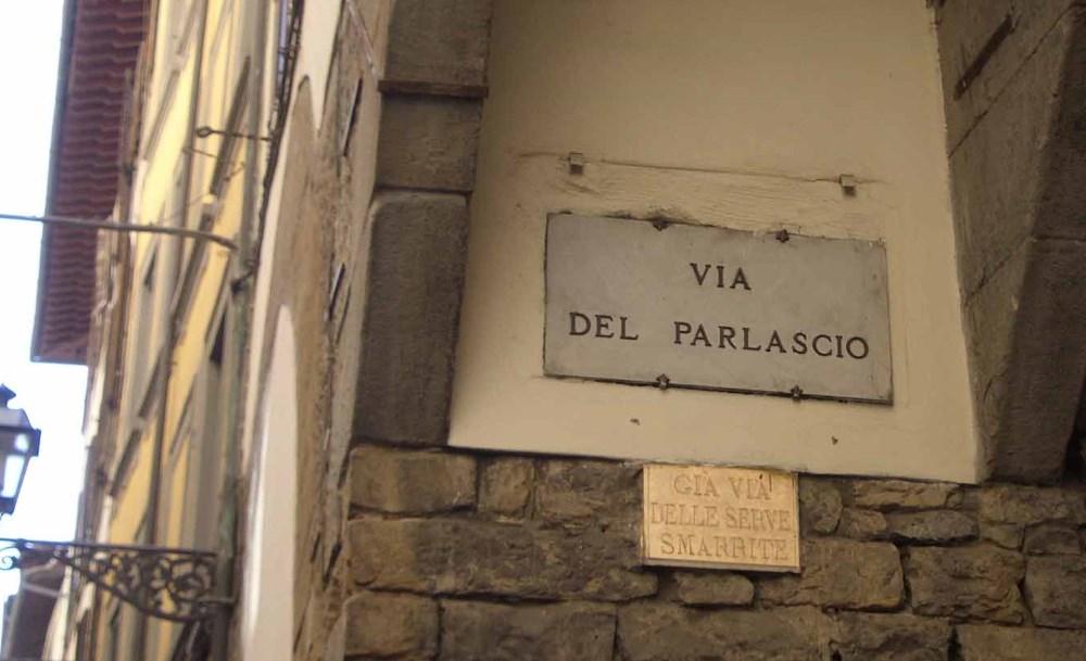 фото таблички на доме via del Parlascio Флоренция