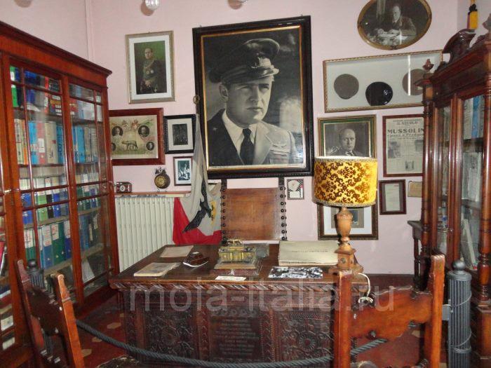 фото кабинета Муссолини на вилле в Преддапьо