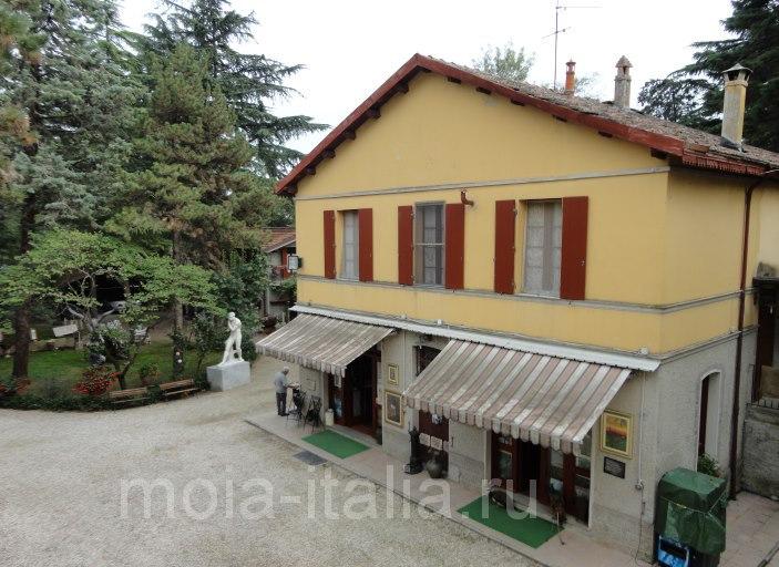 фото дома, где жила сестра донны Ракеле Пина, и где сейчас живут сеньоры Morosini. На первом этаже-магазин сувениров
