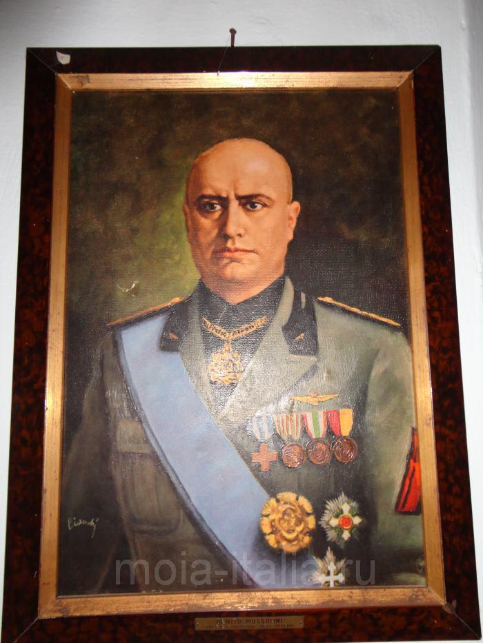 фото портрета дуче Муссолини на вилле в Преддапьо