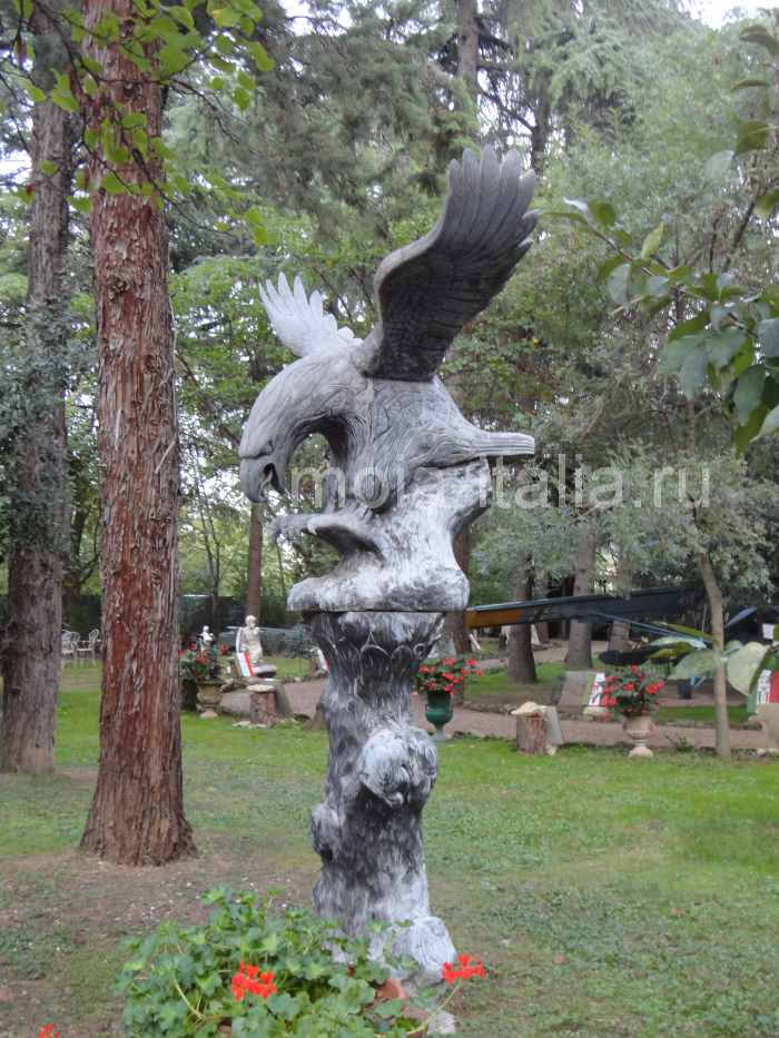 фото скульптур в парке виллы Карпена