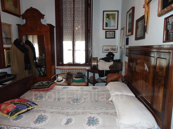 фото спальни четы Муссолини на вилле в Преддапьо