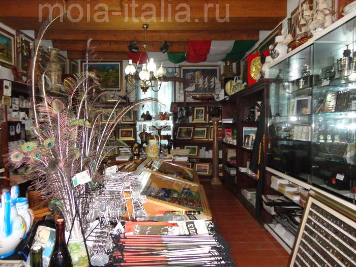 фото магазина сувениров на вилле Карпена