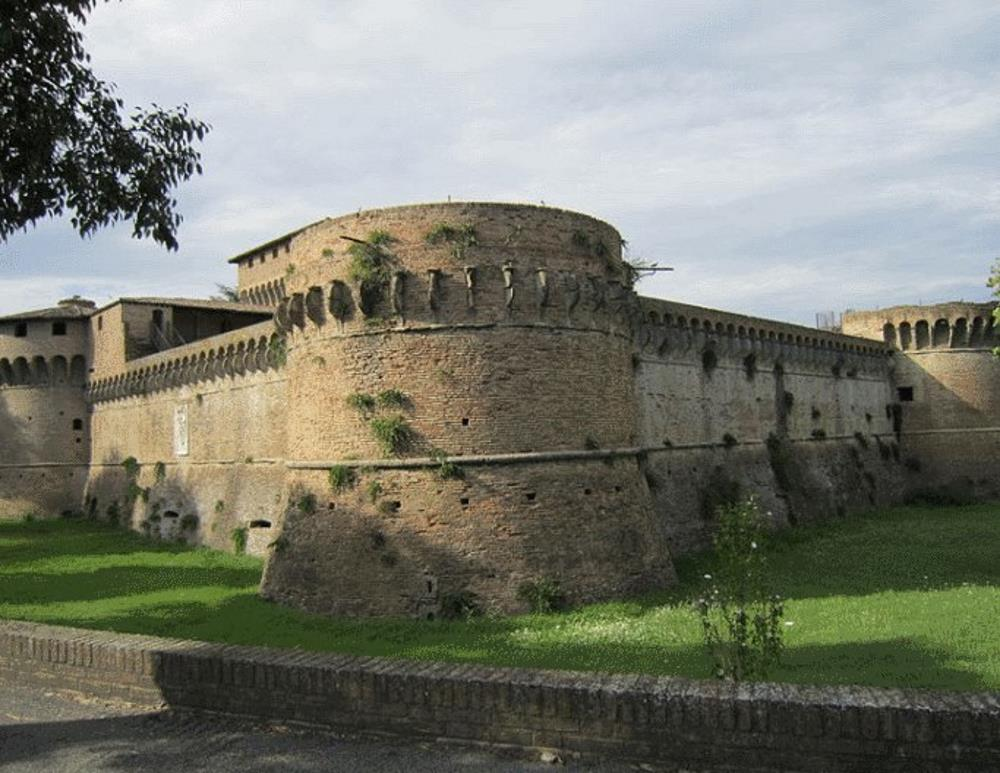 zamok-Sforza-Rovaldino-v-Forli